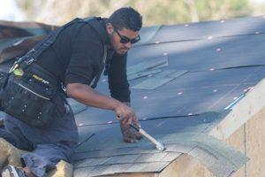 professional asphalt roofer